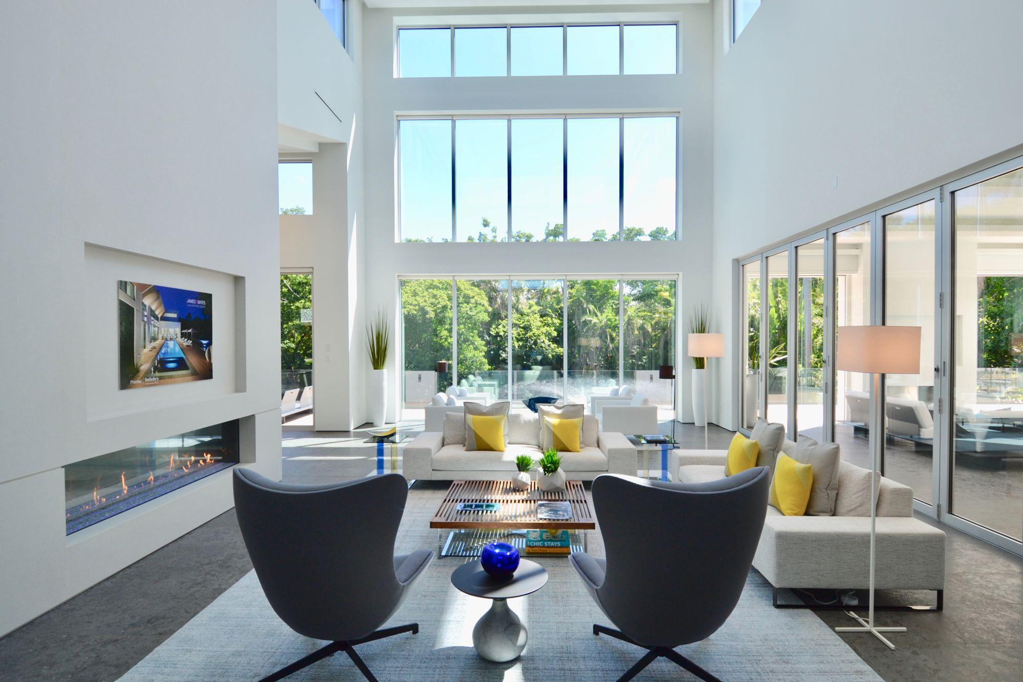 Southwinds Dr Livingroom